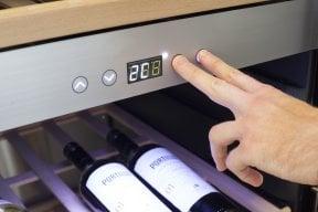 CASO WineChef Pro 126-2D Hochwertiger Weinkühlschrank mit Kompressortechnik