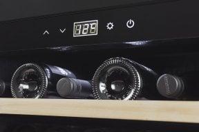 CASO WineSafe 18 EB Black Compressor-technology - 18 bottles - Built-In - black frame